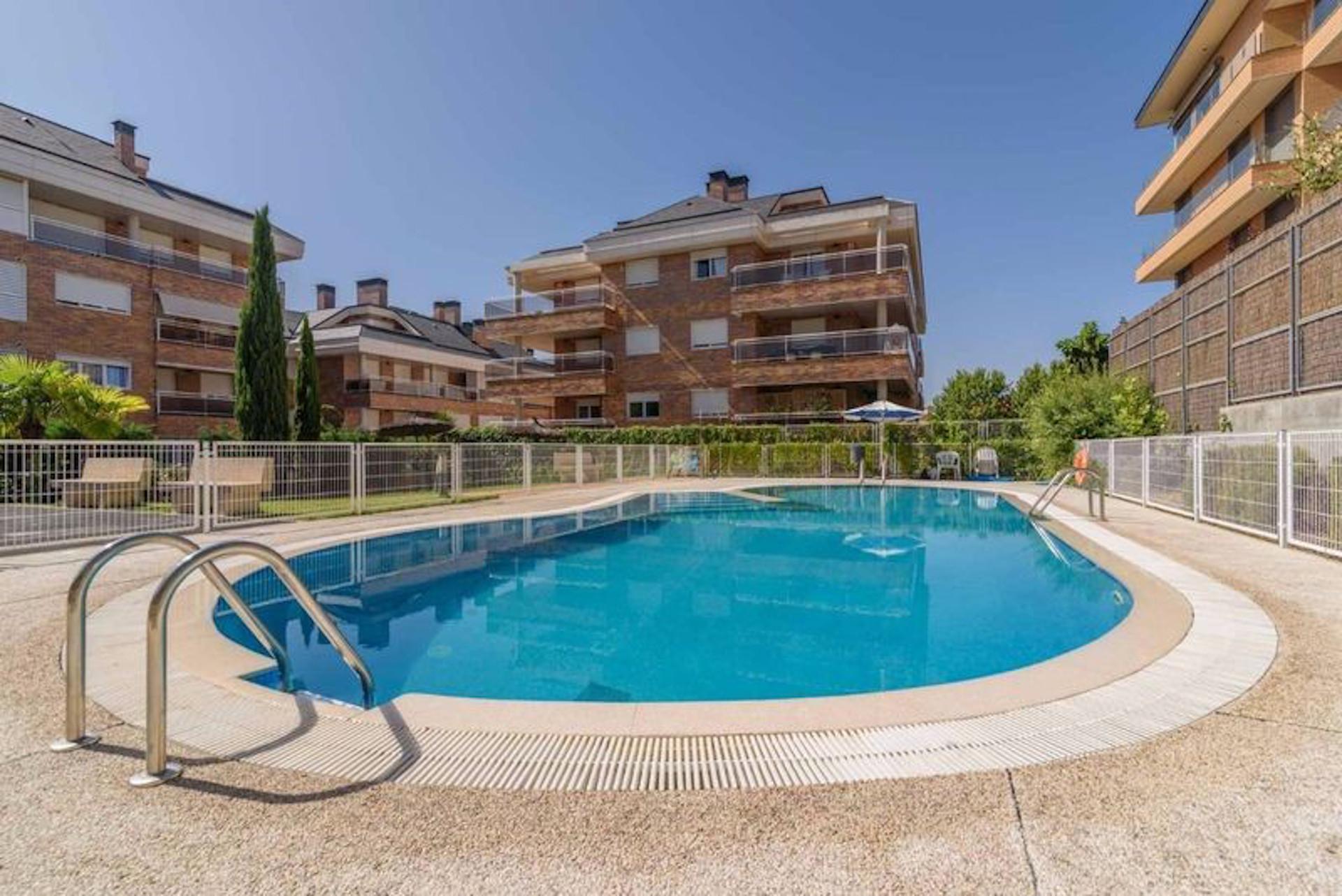 residencial_mirabal_boadilla_del_monte_piscina